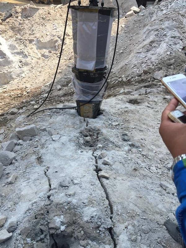 南平市修路岩石混凝土桥墩拆除分裂机施工视频