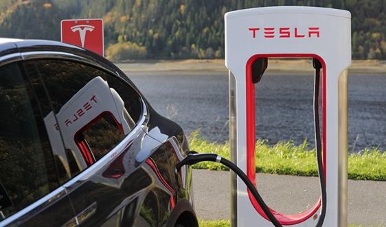 特斯拉计划将超级充电网络扩大一倍 下一代充电站计划推迟至明年初