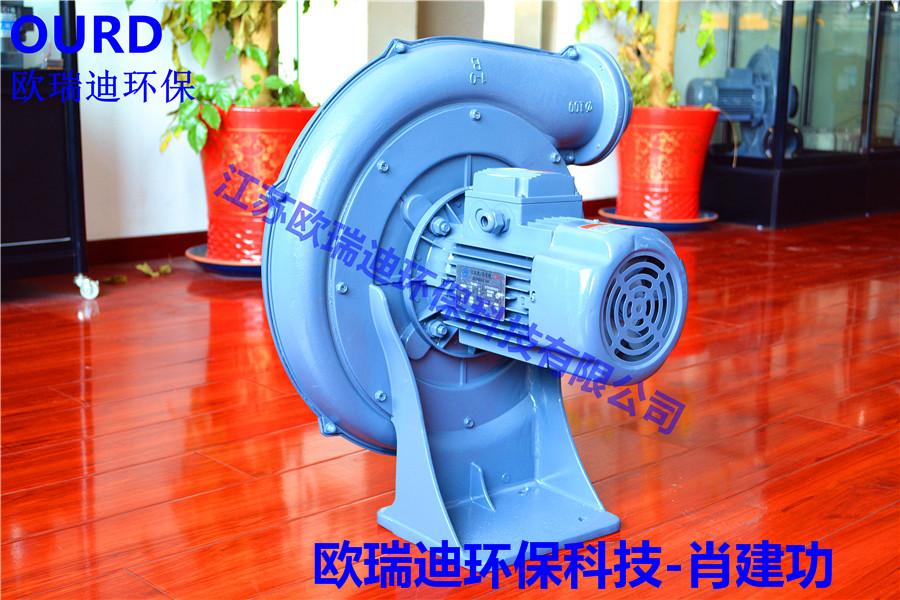CX-125A透浦式鼓风机  CX-125A透浦式鼓风机工作特点 1、都是铝外壳,运行可靠,坚固耐用。 2、少油或无油运转,输出的空气是干净的可提高能源利用率。 3、免维护使用,它的损耗件仅仅是两个轴承,在保质期内可免维护使用。 4、相对于离心风机来说,其压力高很多,往往是离心风机的十几倍以上。 5、机械磨损非常微小,因为除了轴承之外,没其它的机械接触部分,所以使用寿命长。 6、低噪音加马达式地一体消声设备,震动达到最低。 7、体积小型,易于安装与使用在各类机械设备上。 用途 食品机械设备,污水处理设备,
