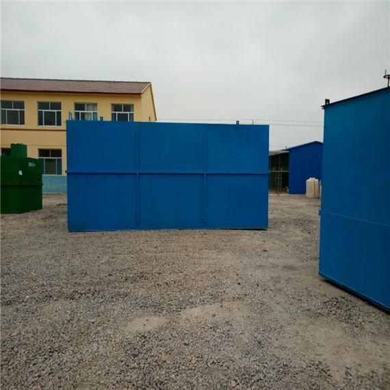 简介 MBR膜-生物反应器(Membrane Bio-Reactor,MBR)为膜分离技术与生物处理技术有机结合之新型态废水处理系统。以膜组件取代传统生物处理技术末端二沉池,在生物反应器中保持高活性污泥浓度,提高生物处理有机负荷,从而减少污水处理设施占地面积,并通过保持低污泥负荷减少剩余污泥量。主要利用沉浸于好氧生物池内之膜分离设备截留槽内的活性污泥与大分子有机物。膜生物反应器系统内活性污泥(MLSS)浓度可提升至8000~10,000mg/L,甚至更高;污泥龄(SRT)可延长至30天以上。 膜生物反应